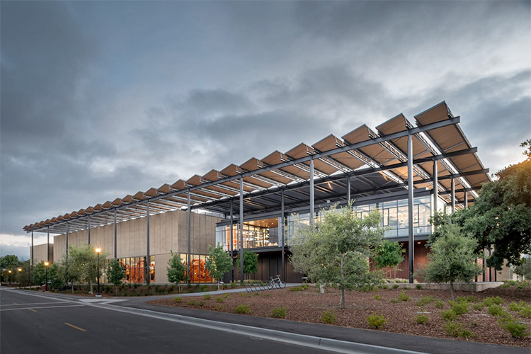The Stanford University Central Energy Facility replaces a 100 percent fossil-fuel-based cogeneration plant with primarily electrical power—65 percent of which comes from renewable sources. Image credits: Matthew Anderson