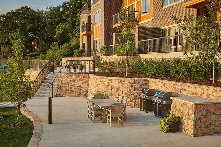 2017 Excellence in Hardscape Awards Recognizes County Materials' Concrete Pavers, Slabs and Retaining Walls