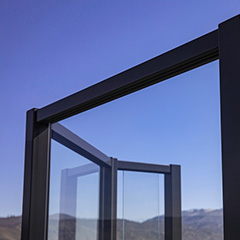 eGlass Element™ system reveals the beauty of your environment with an aluminum top rail that is nearly invisible