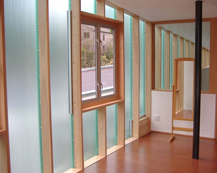 EXTECH's LIGHTWALL polycarbonate facade for a residential home