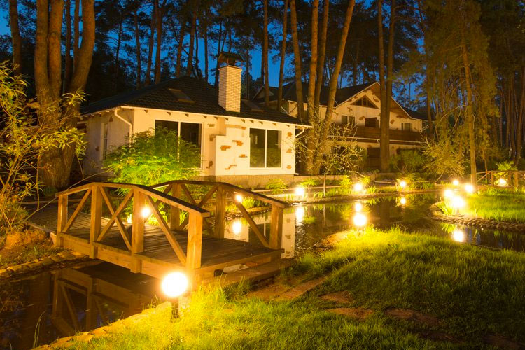 Landscape lighting solutions: 7 signs your business should upgrade lighting systems