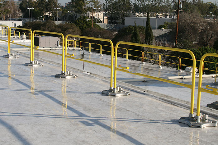 SafetyRail 2000 – Roof Fall Protection Guardrail System